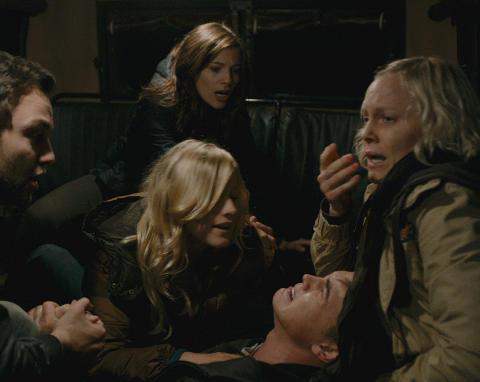 SKREKKFILM: Ingrid Bols� Berdal (til h�yre) spiller en sentral rolle i �Chernobyl Diaries�. Foto: SF Norge