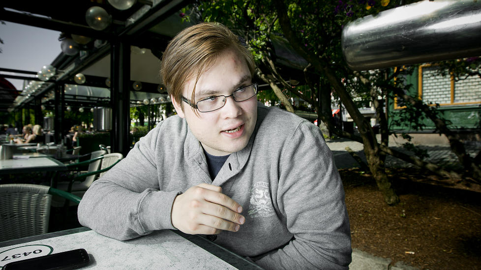 VITNER I DAG:   Tarjei Jensen Bech (20)  fra Hammerfest ble p�f�rt omfattende skader p� Ut�ya 22. juli. I dag vitner han i rettssaken mot Anders Behring Breivik (33). Foto: Bj�rn Langsem
