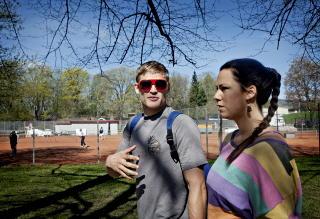 PAR I HJERTER:  Stine Hegre (26) la merke til at Sebastian Brosche (27) var veldig aktiv - og avslappet. Hun inviterte på yogaworkshop. Foto: Anita Arntzen