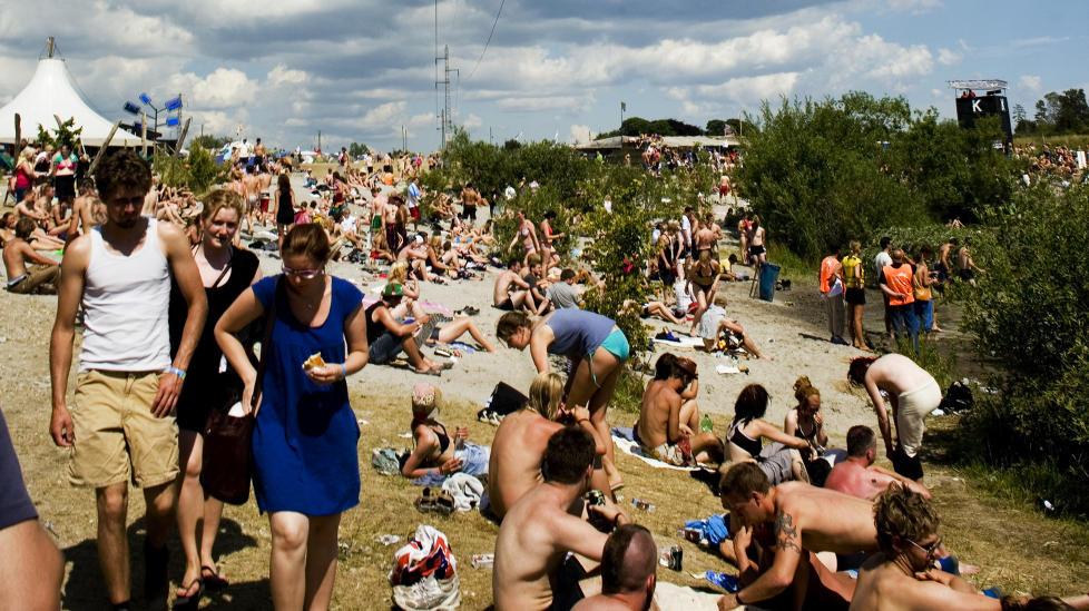 SJEKKING: Roskilde-festivalen i Danmark har i mange �r v�rt �norges st�rste festival�, siden s� mange nordmenn reiser dit. Festivalen tilbyr s�ledes en unik mulighet for danskene til � skaffe seg en partner fra det folkeslaget de finner mest tiltrekkende - nordmenn. Foto: Sara Johannessen/NTBscanpix