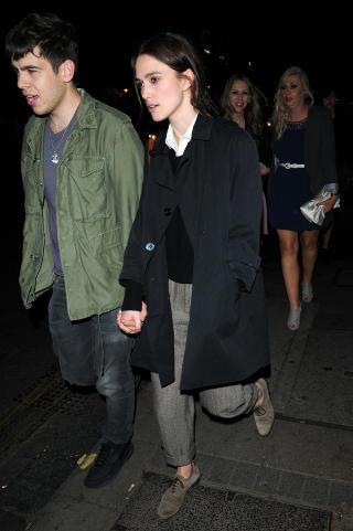 NYFORLOVET: Keira Knightley og James Righton har v�rt et par siden i fjor. N� har de forlovet seg. Foto: Stella Pictures