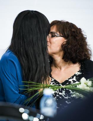 Loreen kysset og klemte moren sin av glede