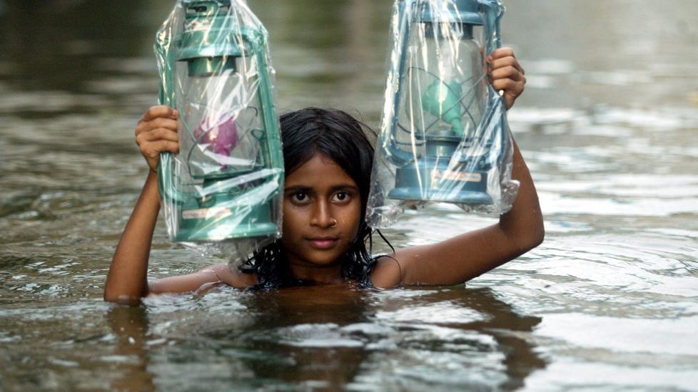 UTSATT: Drukning tar flere barneliv i Asia enn alle de tradisjonelle barnesykdommene til sammen. Foto: REUTERS/Jayanta Shaw/SCANPIX