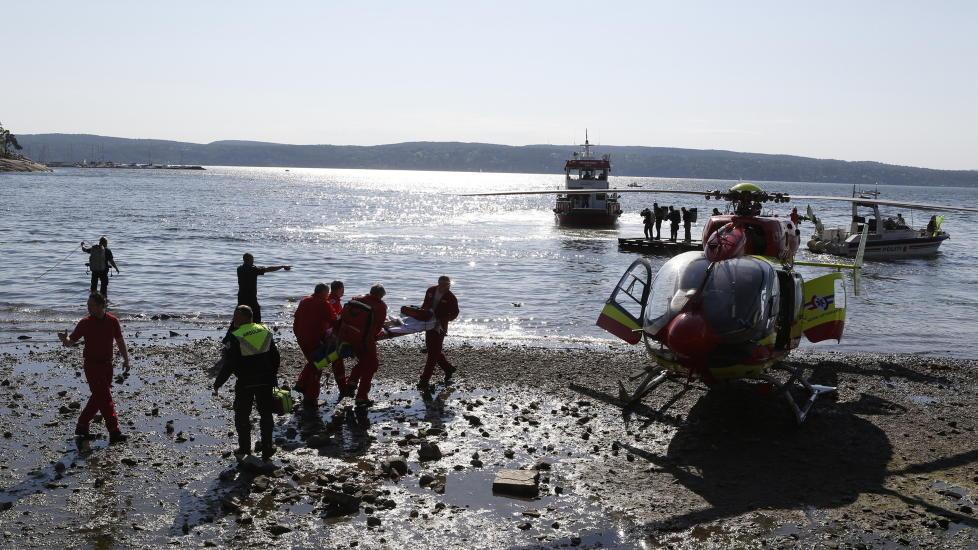 DRAMATISK: Store redningsmannskaper rykket ut til Hvervenbukta i ettermiddag. Gutten ble fraktet til sykehus i helikopter. Foto: Cornelius Poppe / NTB Scanpix