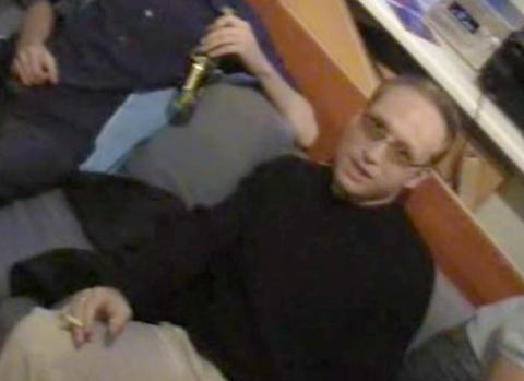 TO �R TIDLIGERE: Her er Breivik fra en videofilm p� fest med medlemmer av Fremskrittspartiets Ungdom i 2002. To �r senere kontaktet han et datingselskap. I 2005 ble han dumpet av Natascha. Foto: Privat
