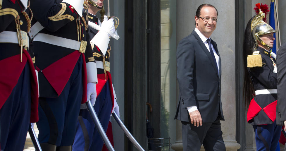 UTVISTE AMBASSAD�REN: Den franske presidenten, Francois Hollande, venter p� presidenten for Benin og Den afrikanske union,Thomas Boni Yayi, i Paris i dag. Foto: AP Photo Jacques Brinon