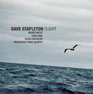 DAVE STAPLETON Engelsk pianist med solid norsk assistanse.