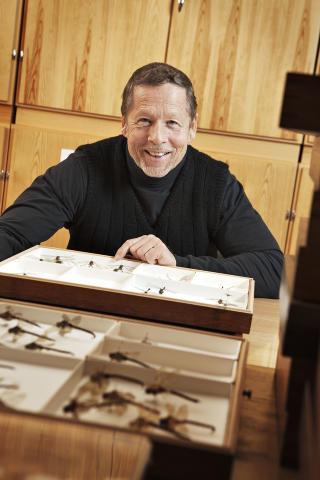 SE MEN IKKE R�RE: Se og fotografer, men for all del ikke begynn � fange froskene, sier f�rsteamanuensis ved NTNU vitenskapsmuseet Dag Dolmen. Foto: Geir Mogen / NTNU vitenskapsmuseet