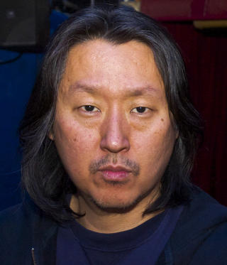 POPUL�R: Tom Chang er ansvarlig for jazzbookinga p� Cornelia Street Caf�, og f�r daglig et dusin foresp�rsler om spillejobb fra hele verden. Foto: TERJE MOSNES