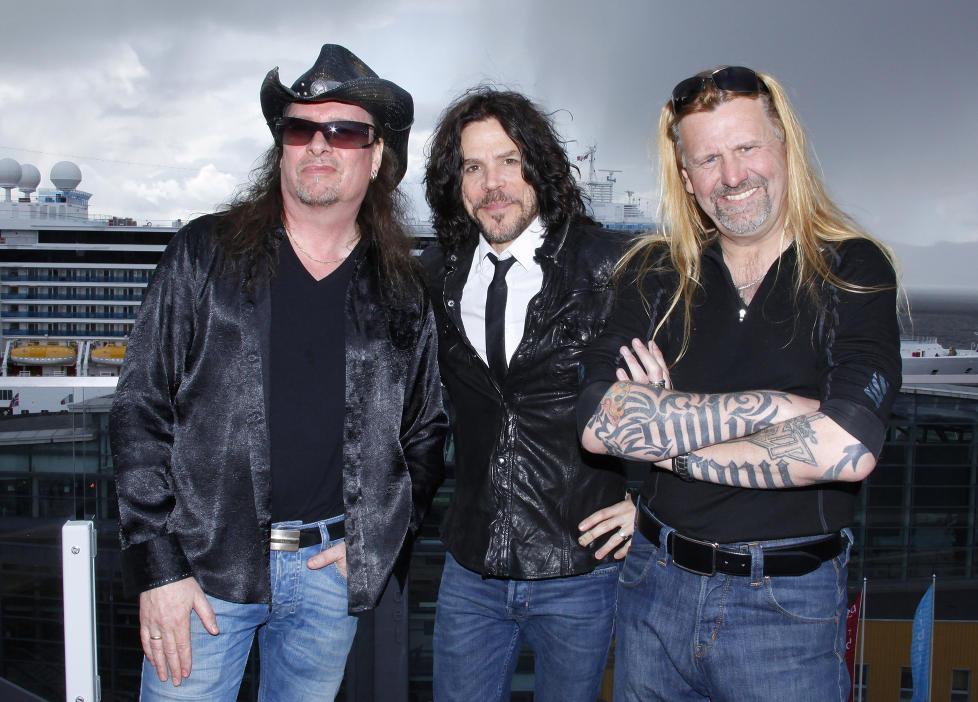TN-TROIKA: TNTs tre vokalister. Fra venstre Dag Ingebrigtsen (sang i bandet fra oppstarten i 1982 til 1984) Tony Harnell (vokalist 1984-2006) og Tony Mills (vokalist siden 2006). Foto: Arne Nordt�mme