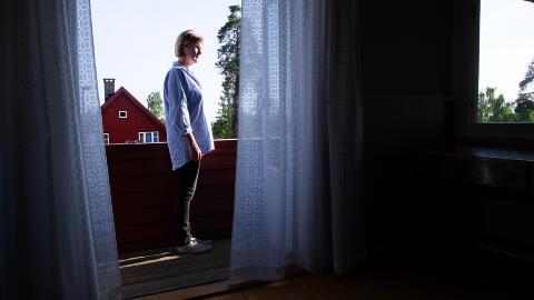 NYTT�RSFEIRING: P� verandaen hvor Trine Faye-Lund n� st�r, s� Bernhard Thams (bildet over) tyskerne st� og skyte med skarpt.
