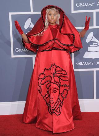 LUKSUS-KOSTYME:  I februar dukket Minaj opp i en spesialsydd kreasjon fra Versace p� Grammy Awards. Foto: Stella Pictures