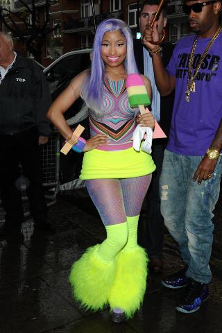 FARGERIK:  Nicki Minaj er ikke redd for � bruke farger. - Den er s� grusom at den er morsom, sier moteansvarig i Dagbladet, Hege Varsi. Foto: Stella Pictures