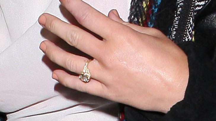 VINTAGE:  Ringen er av 18 karat gull og har en 3.5 karats diamant. Foto: Stella Pictures