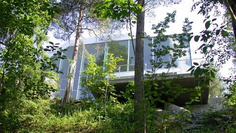 GLASS, GLASS, GLASS:Med glass over flere niv�er �pner huset seg mot utsikten.  Foto: Jeroen Musch