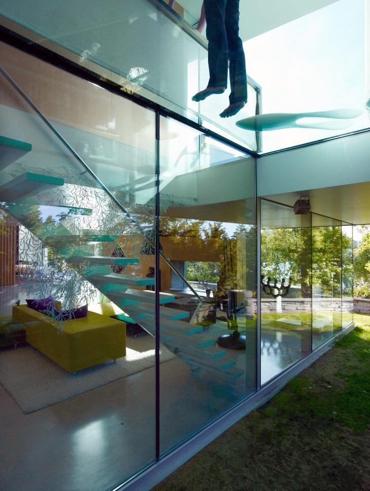 KONTAKT MED LANDSKAPET: Med hovedstue og oppholdsrom med glass til alle kanter g�r interi�rene i ett med naturen utenfor.  Foto: Jeroen Musch