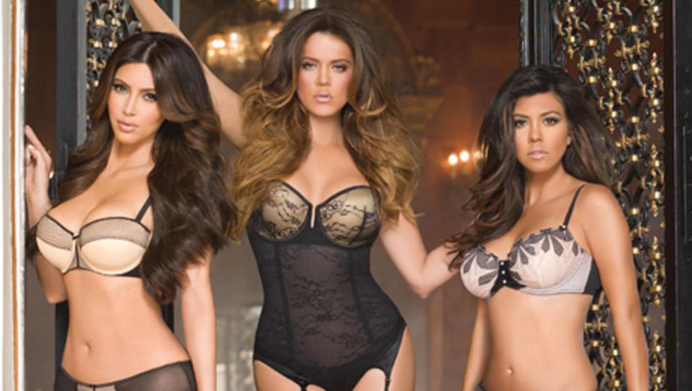 NYTT PROSJEKT: Kardashians�strene lanserer sin f�rste sminkekolleksjon. Her er de tre i forbindelse med sin undert�yskolleksjon for Sears. Foto: Stella Pictures