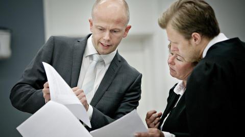 - URETTFERDIG: Forsvarer Tord Jordet, her med kollega Vibeke Hein B�ra og aktor Svein Holden, sier Breivik f�ler seg urettferdig behandlet. Foto: Torbj�rn Gr�nning / Dagbladet