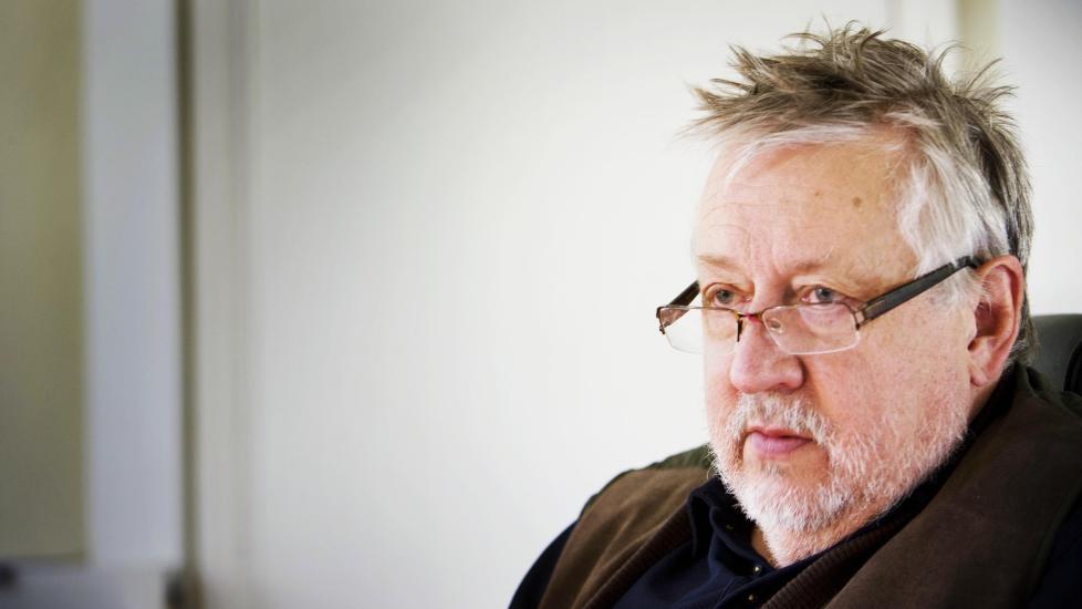 - IKKE RETTSLIG GAL:  Politi-professor Leif GW Persson avviser at Anders Behring Breivik er rettslig gal. - Det er ingen tvil, Breivik må dømmes til fengsel, ikke behandling, skår Leif GW Persson fast. Foto: Jonas Lemberg / Dagbladet