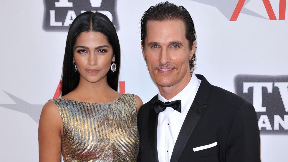 GIFT: Skuespiller Matthew McConaughey (42) og modellkj�resten Camila Alves (30) giftet seg l�rdag kveld i en privat seremoni i Texas. Foto: Stella Pictures