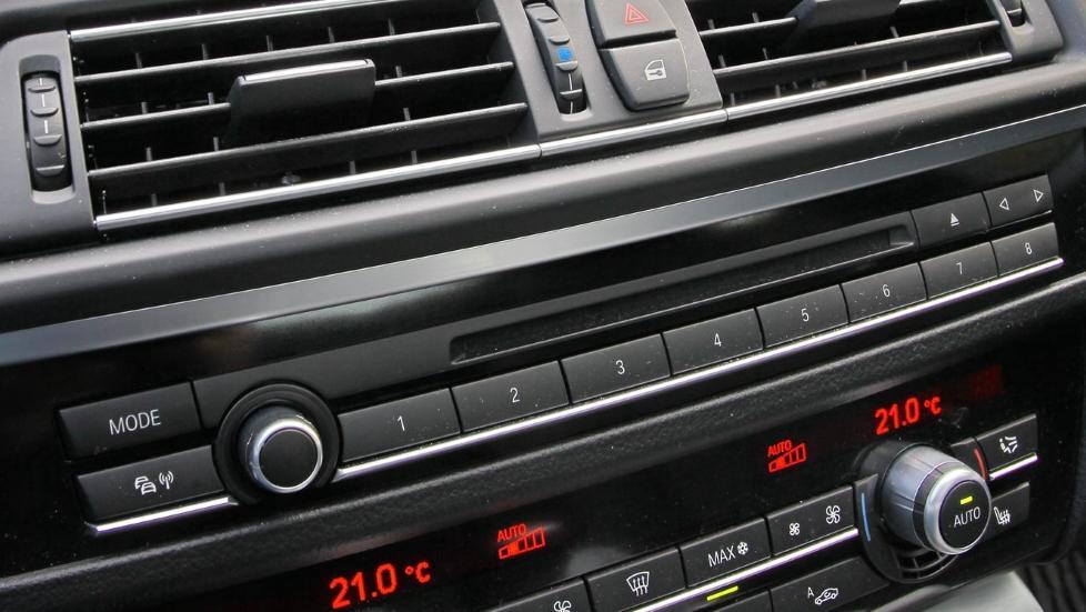 KLIMMAANLEGGET KAN GI ULUKT: Nesten alle nye biler leveres i dag med aircondition. Og i alle disse danner det seg mugg, sopp og bakterier. Foto: Terje Bj�rnsen