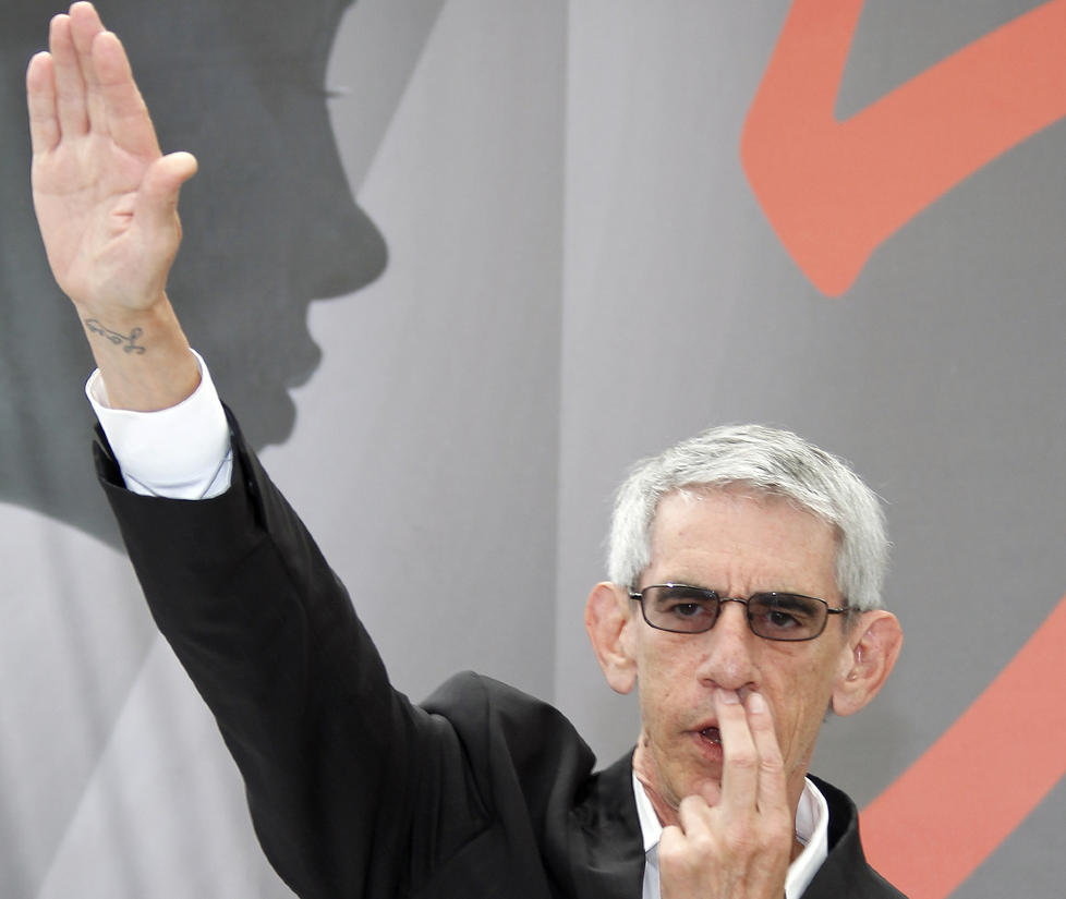 NAZI-HILSEN: �Law & Order�-stjernen Richard Belzer f�r oppmerksomhet for sin opptreden p� den r�de l�peren i Monte Carlo. Foto: Eric Gaillard / Reuters / NTB Scanpix