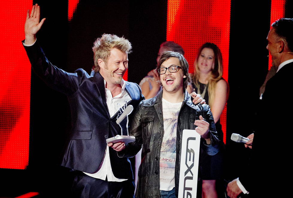 SEIERHERRE: Martin Halla (23) vant The Voice med Magne Furuholmen som mentor. Furuholmen takket nei til en ny sesong av suksessprogrammet p TV 2 fordi han mener han frst m oppfylle sine lfter til rets deltakere. Foto: Bjrn Langsem / Dagbladet.