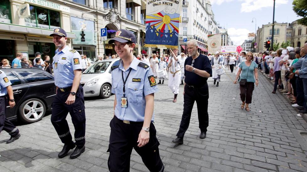 Det er �ttende �ret p� rad at politiet har tillatelse til � b�re uniform under Skeive dagers homoparade, men det er f�rste gang Politidirektoratet har sendt ut et slikt skriv Foto: Gorm Kallestad / Scanpix .
