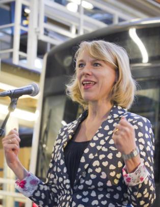- Kulturministeren gj�r seg til latter