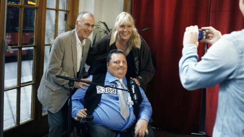 MED HEIEKORPS:  Morten L�thcke hadde med faren Helge L�thcke og en pleier fra H�yenhall bo- og rehabiliteringssted i dag. Foto: Frank Karlsen / Dagbladet
