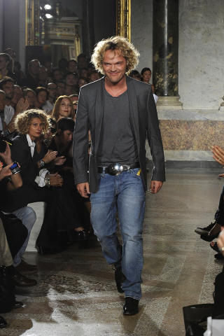  FAVORITT:  Den norske designeren Peter Dundas designer for det italienske motehuset Pucci. Foto: Stella Pictures