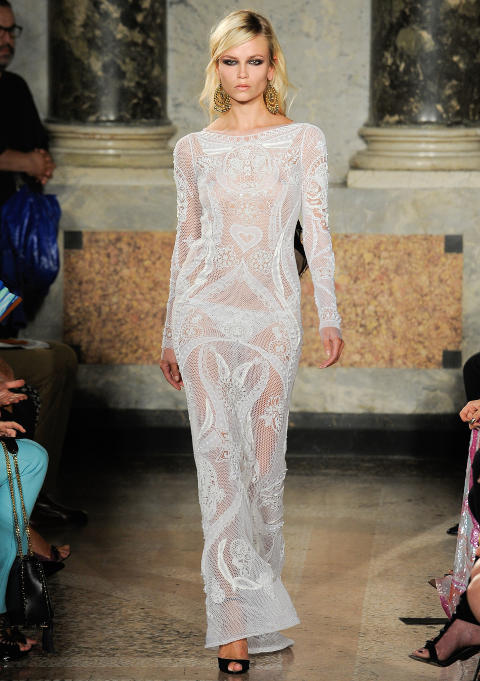  INSPIRASJON?:  Tone er glad i den norske designeren Peter Dundas, som designer for Pucci. Kanksje denne kjolen er en inspirasjon for Tones brudekjole? Foto: Stella Pictures