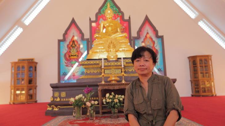 AVVISER PÅSTANDENE:   Styreleder i Den thailandske buddhistmenigheten i Norge Pannee Srisupan er oppgitt og trist på grunn av striden som pågår. Hun håper krangelen snart kan legges død. Foto: Lars Thorvaldsen