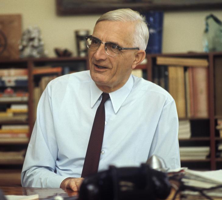 HELE LIVET: Ingeni�r Vebj�rn Tandberg gjorde radiofabrikken til sitt livsverk. Han var en teknologisk og industriell visjon�r, og regnes som en foregangsmann for sosiale rettigheter og verferdsordninger for norske industriarbeidere. Her fra et intervju i 1968. Foto: NTB/Scanpix