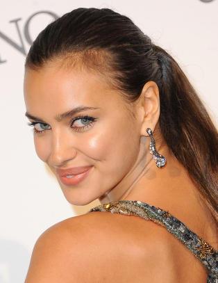 Fotballfrue langer ut mot supermodell etter ufin  kjærestekommentar