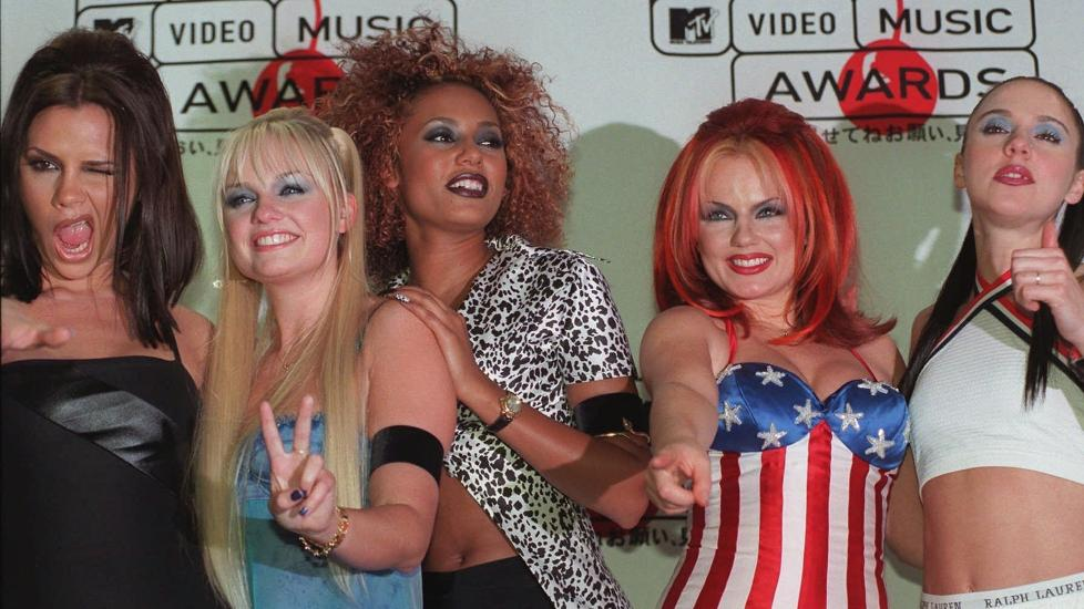 LETRANGT OG LRKORT: Jentene i Spice Girls selger den kanskje mest minneverdige 90-tallsgarderoben. Foto: Scanpix