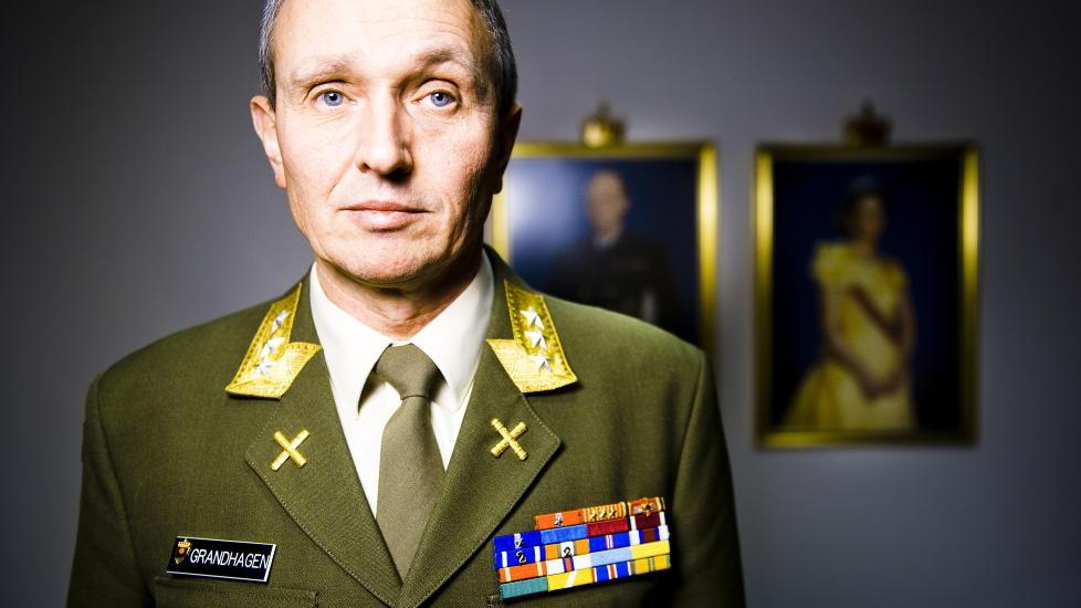ETTERRETNINGSSJEF: General og sjef for e-tjenesten Kjell Grandhagen bekrefter at nordmenn har f�tt terrortrening i utlandet, men vil ikke kommentere enkelttilfeller. Foto: H�kon Eikesdal