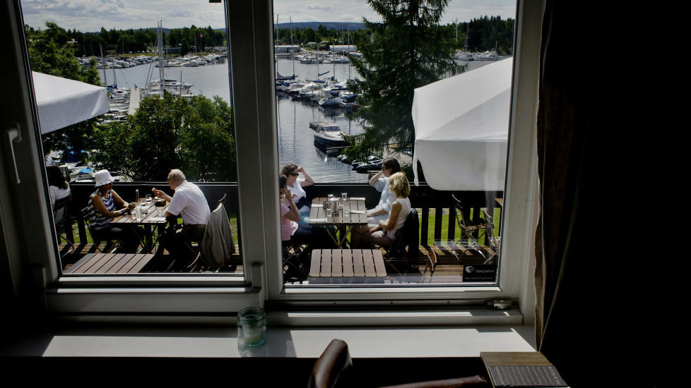 Fager er fjorden: Strand restaurant p� Stabekk har fantastisk beliggenhet. Men det alene forsvarer ikke det h�ye prisniv�et. Verken mat eller service overbeviste da Robinson og Fredag var der nylig. Foto: Adrian �hrn johansen.