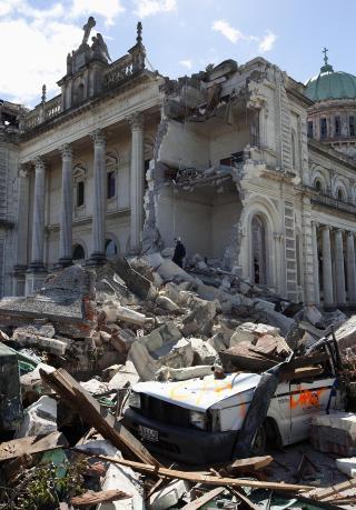 JORDSKJELVET I CHRISTCHURCH: 185 personer omkom i jordskjelvet i Christchurch p� New Zealand februar i 2011. Her fra ruinene av en katedral i byen. Foto SIMON BAKER / REUTERS / NTB SCANPIX