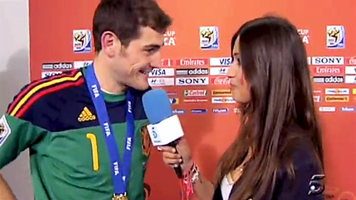 INTERVJU:  Sara Carboner har ved en rekke anledninger intervjuet kj�resten Iker Casillas i jobbsammenheng. Foto: Stella Pictures