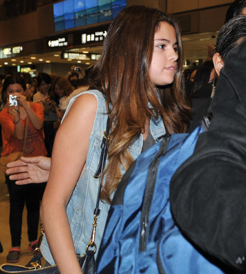 SAMMEN: Det finnes nok mange jenter der ute som synes at Selena Gomez har kapret drømmeprinsen. Foto: AFP PHOTO / KAZUHIRO NOGI