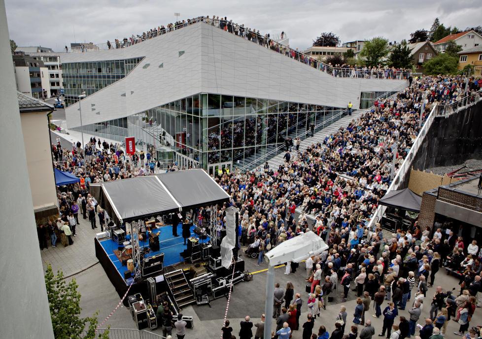 Molde 20120714: Plassen, det nye kulturhuset i Molde blir åpnet av kulturminister Anniken Huitfeldt. Stedet skal huse Bjørnsonfestivalen, Moldejazz, bibliotek og Teatret Vårt.Foto: Lars Eivind Bones / Dagbladet