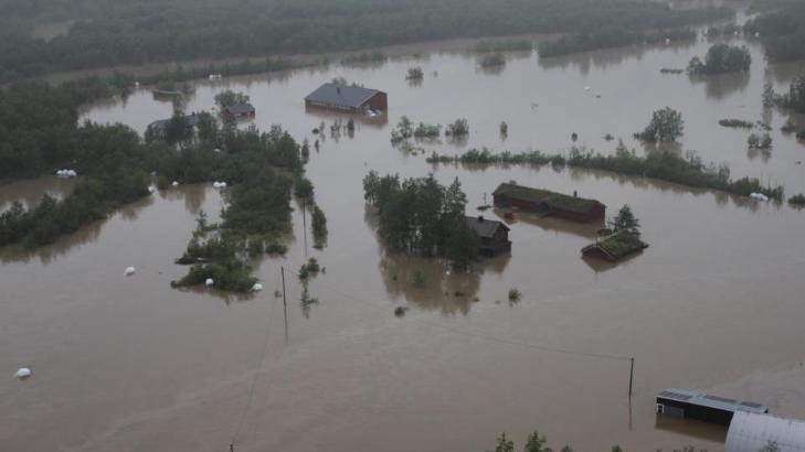 STORE ØDELEGGELSER: Flommen har påført gårdene i Kirkesdalen i Indre Troms store ødeleggelser. Foto: Heidi Bjerknes