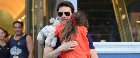 Tom Cruise tviholder p datteren Suri