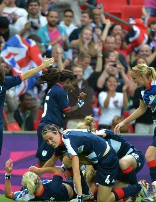 Rekordpublikum hjalp britene til seier mot Brasil