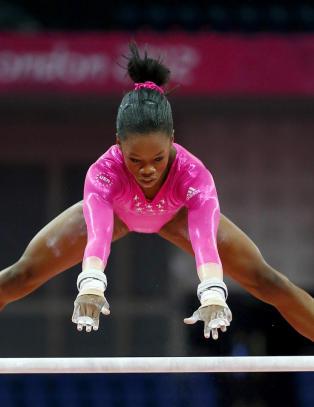 Gabrielle (16) tidenes f�rste afroamerikanske gullvinner i turn