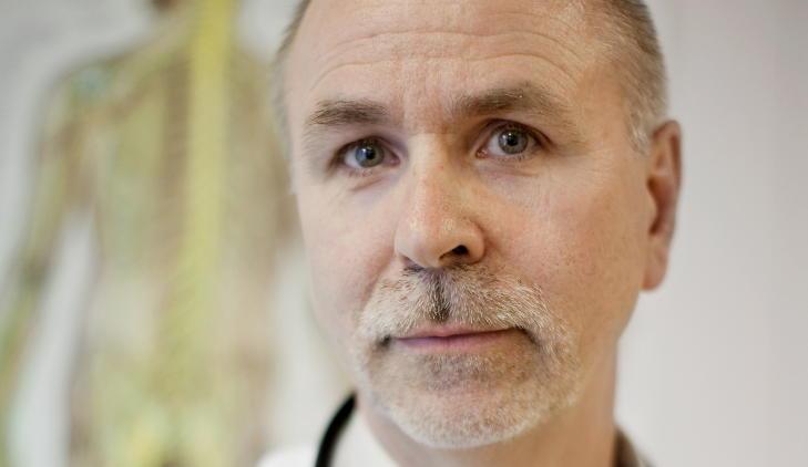 -USERIØS KRITIKK: Doktor Rolf Luneng ved Norsk Borreliose Senter i Oslo mener Aavitslands kritikk er useriøs.  Foto: Espen Røst / Dagbladet