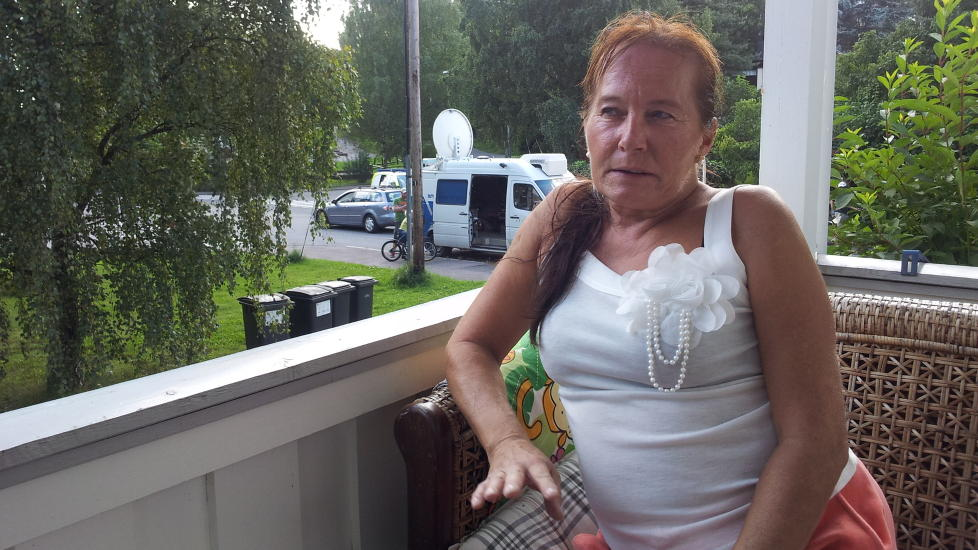 - H�RTE SKRIK: Anne-Mette S�tre forteller Dagbladet om skriket hun og datteren h�rte i natt. Foto: Christian Roth Christensen