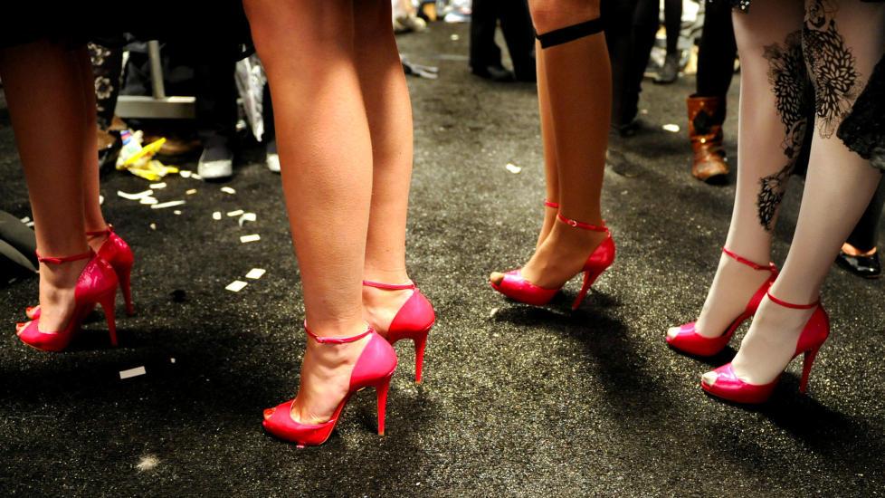 SKRUDD: «Det er mannosfærebloggarar som meiner kvinner som går i høge hæler er seksuell trakassering — av menn,» skriv kronikkforfattaren. Illustrasjonsfoto: Stephen Chernin/AP/NTB Scanpix