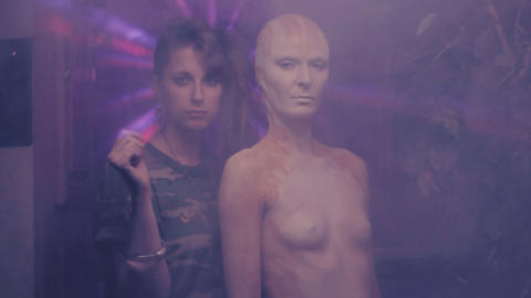 SLANGEKVINNE: Susanne Sundf�rs prostituerte venninne har blitt forvandlet til en hybrid av det som kan se ut som en blanding av slange og menneske.